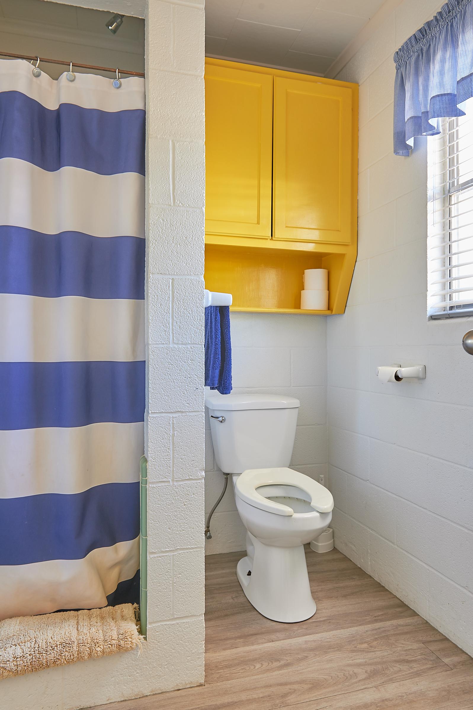 Bluebonnet Cabin Restroom and Shower